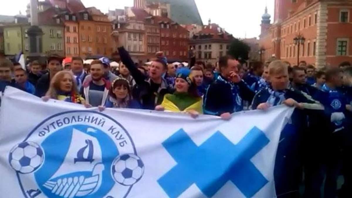 Варшаву заполонили футбольні фанати з України
