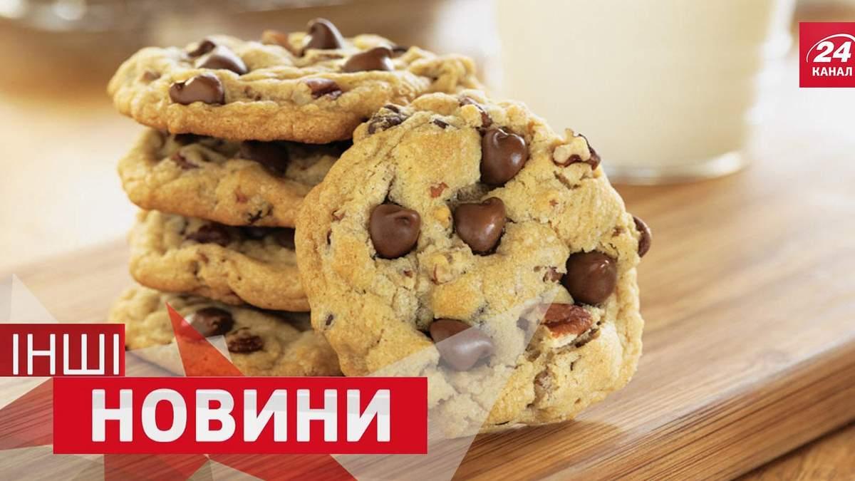 ІНШІ новини. Як спекти печиво в машині. Чому на футбольному полі опинився потяг