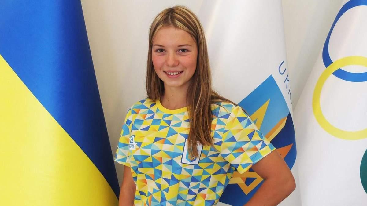Українська плавчиня вразила патріотичним манікюром