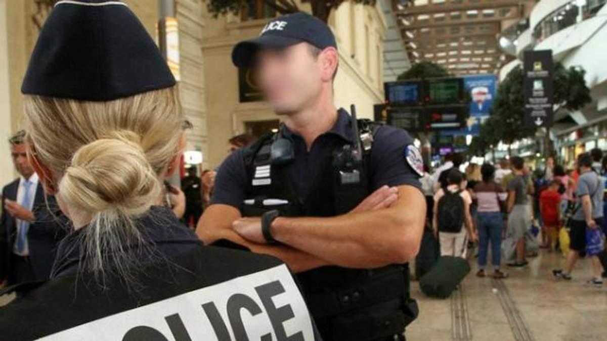 Чотирьох туристок зі США облили кислотою на вокзалі у Франції