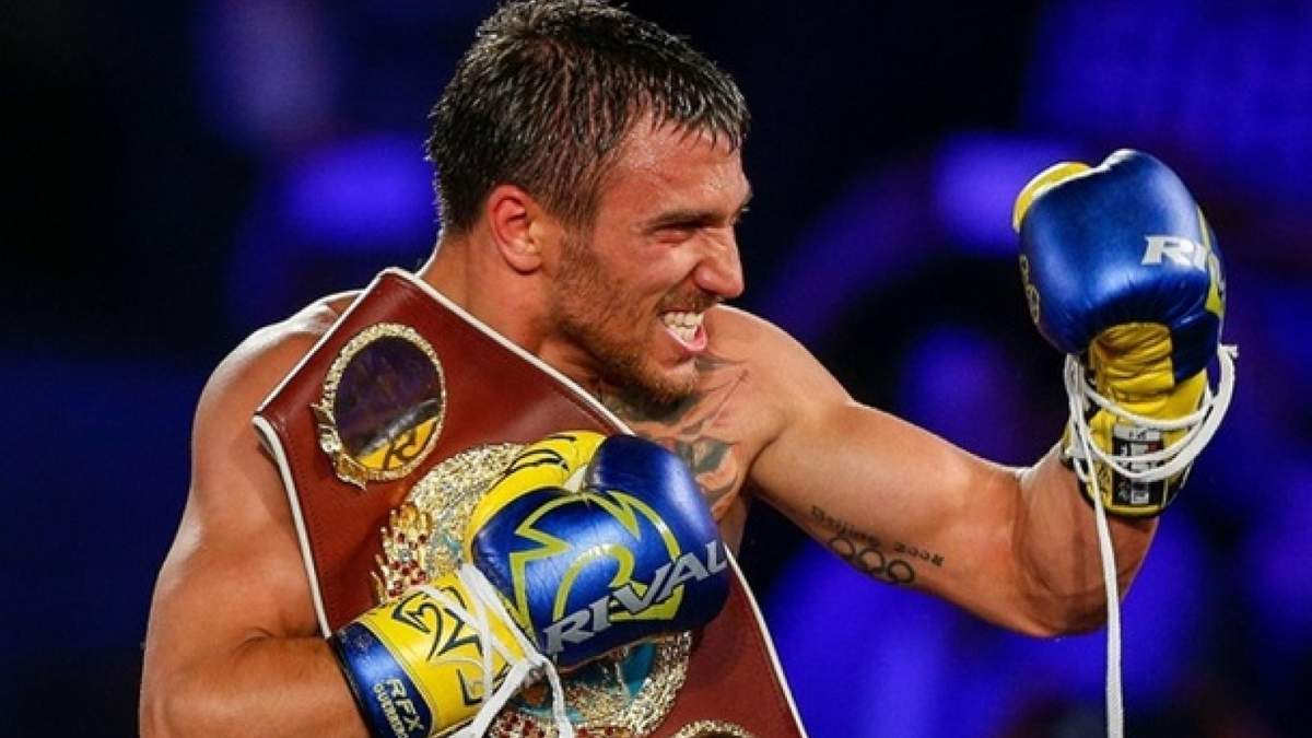 Ломаченко подарил свои боксерские перчатки знаменитому футболисту