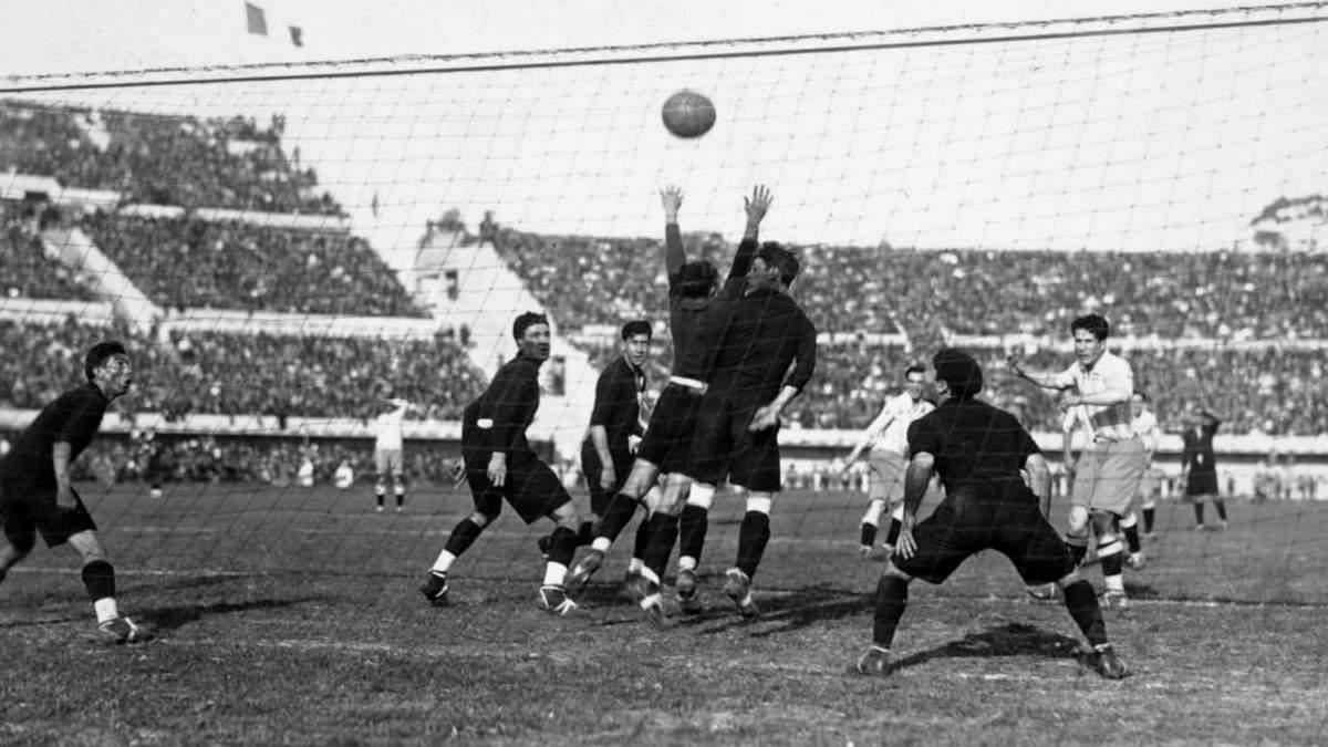 """ЧМ-1930 по футболу: первые герои и """"убийцы"""", подкупы и пистолетный салют"""