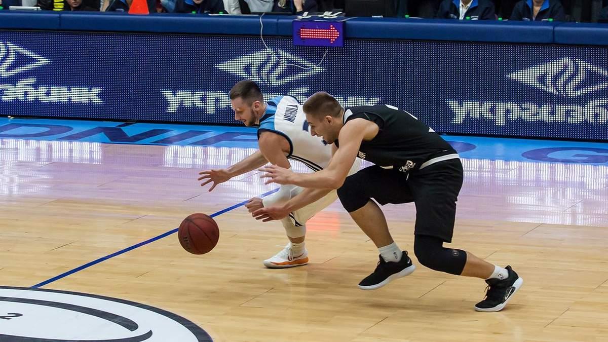 Двоє українських баскетболістів можуть продовжити кар'єру в США