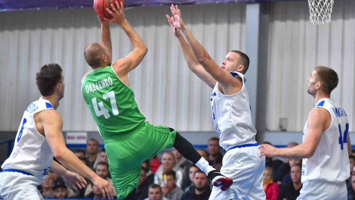 """Баскетбол: """"Запорожье"""" в напряженном матче вырвало победу у """"Одессы"""""""