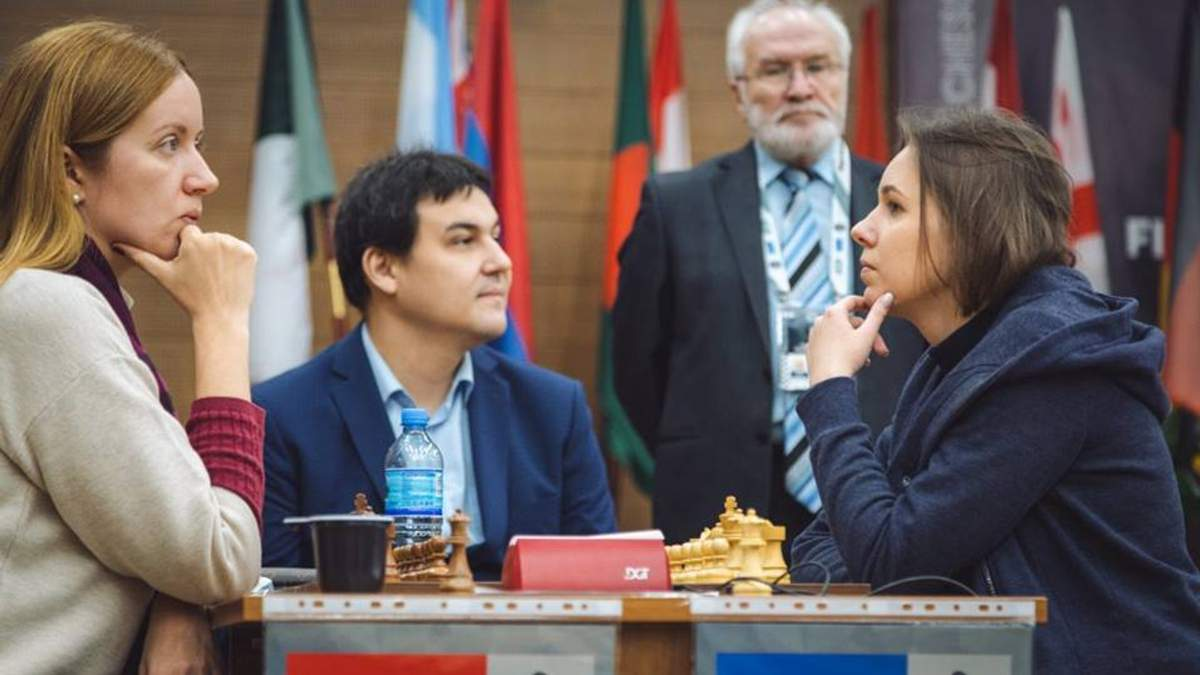Мария Музычук (справа)