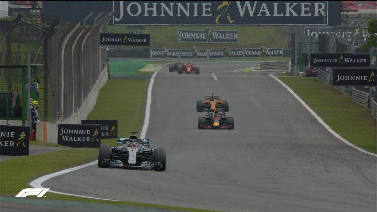 Формула-1: Ферстаппен через зіткнення втратив перемогу на гран-прі Бразилії, переміг Хемілтон