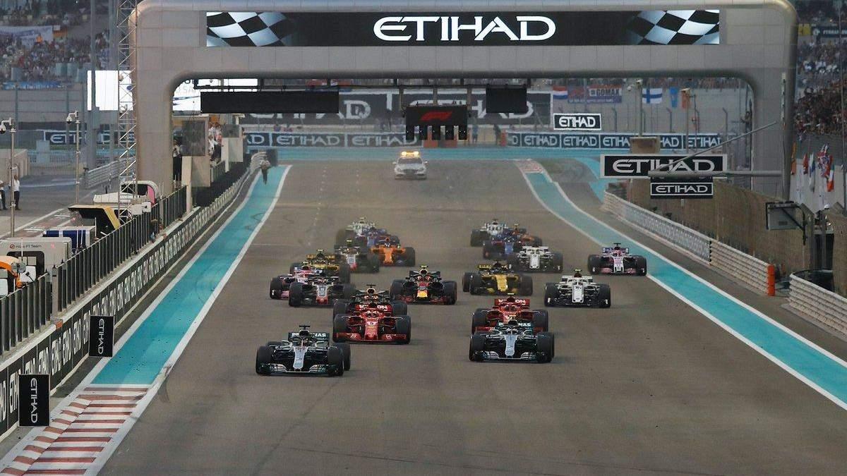 Хэмилтон выиграл гран-при Абу-Даби, Райкконен не сумел финишировать в последней гонке за Ferrari