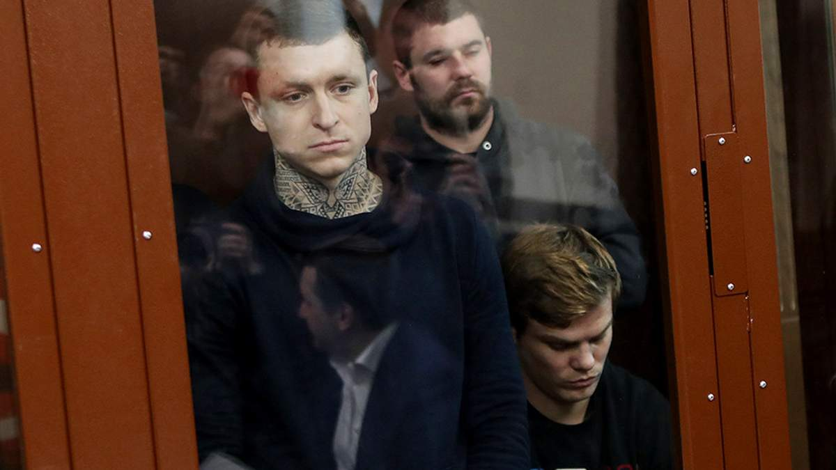 Російським футболістам, яких звинувачують у побитті чиновників, продовжили арешт