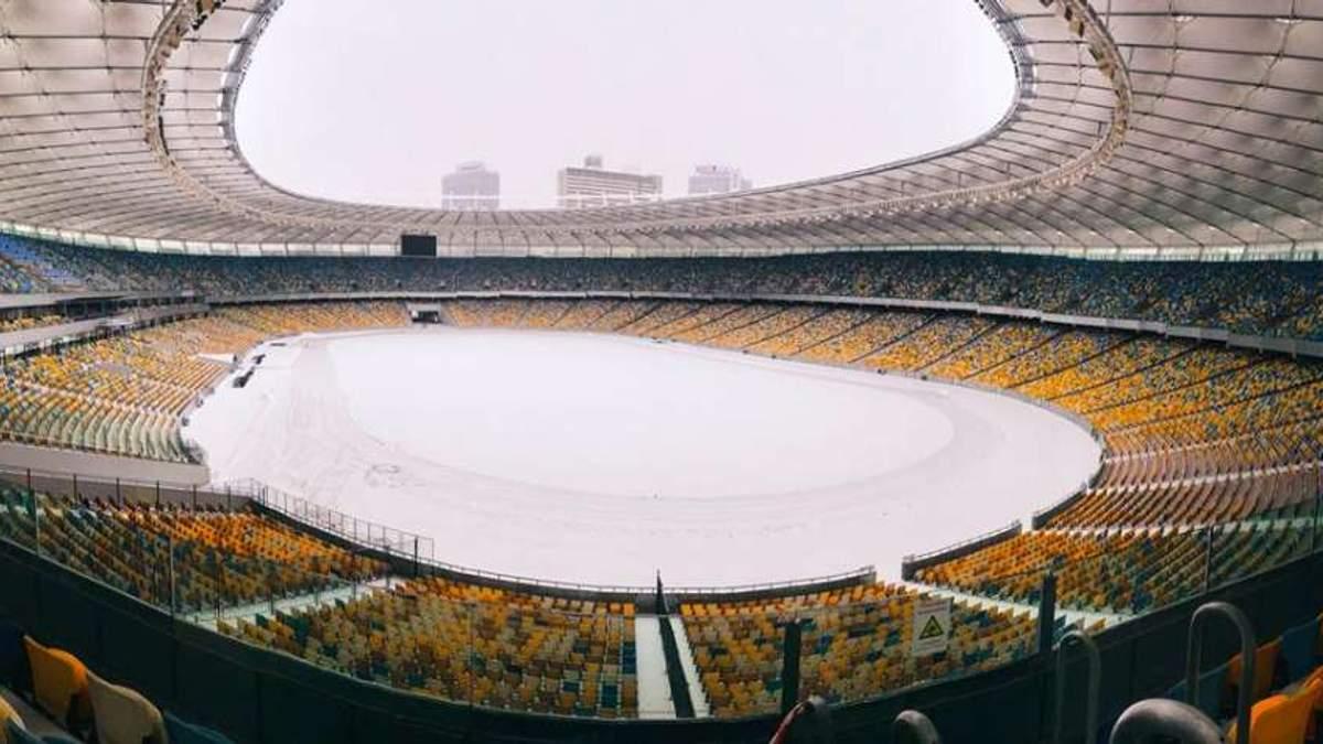 """На НСК """"Олімпійський"""" досі не прибрали сніг перед матчем Ліги чемпіонів """"Шахтар"""" – """"Ліон"""""""