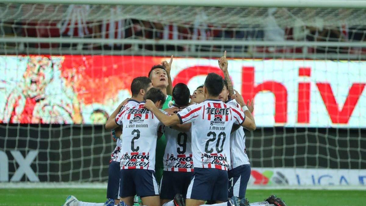 У лізі Мексики м'яч підло прокотився по лінії воріт
