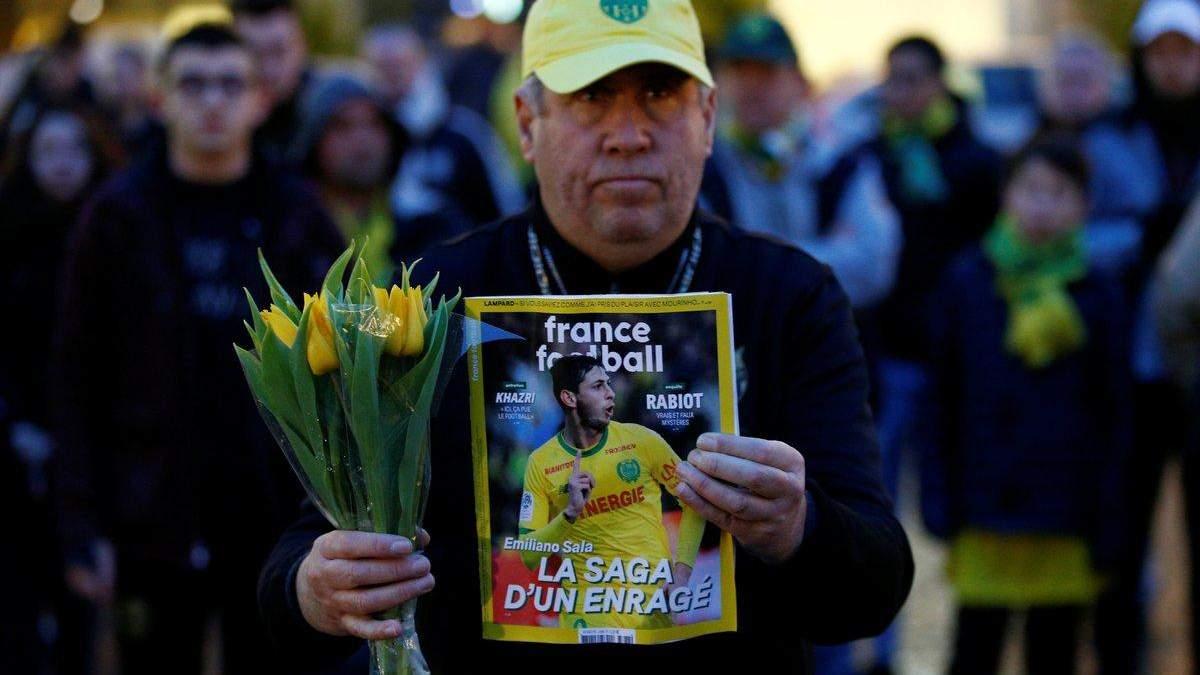 Эмилиано Сала пропал: как чтят память пропавшего футболиста