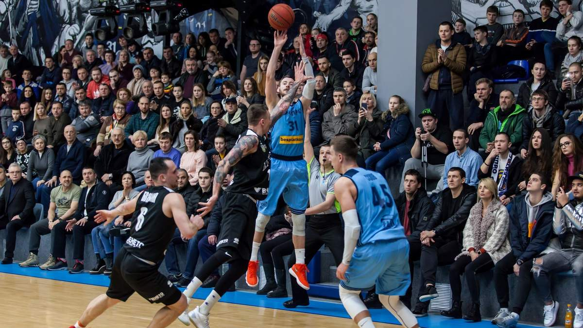 """""""Дніпро"""" виграв матч у чемпіона, відігравши відставання у 19 очок в останній чверті"""