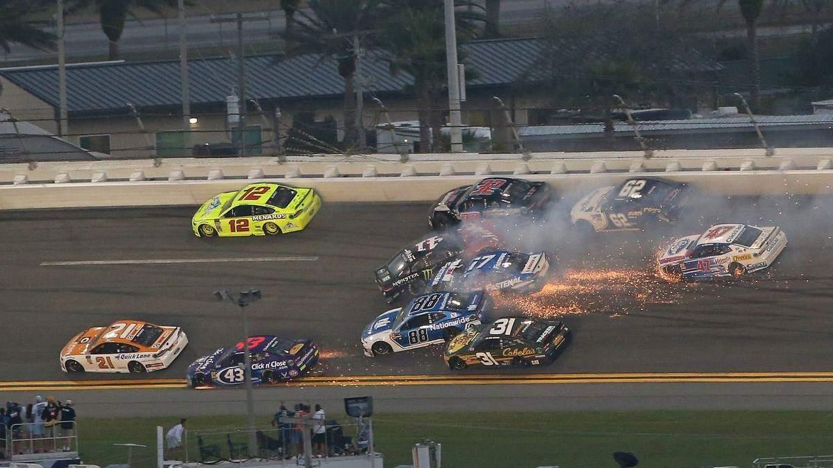 Під час перегонів Daytona 500 сталася масова аварія за участі 21 автомобіля: відео