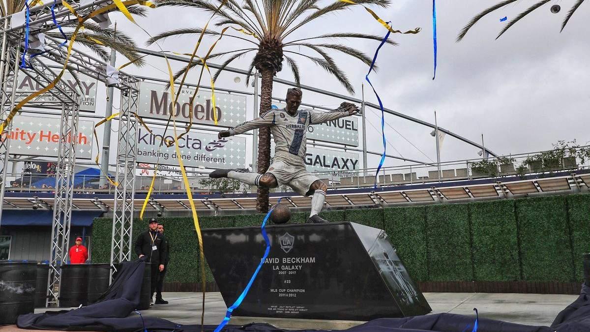 Пам'ятник Девіду Бекхему у Лос-Анджелесі