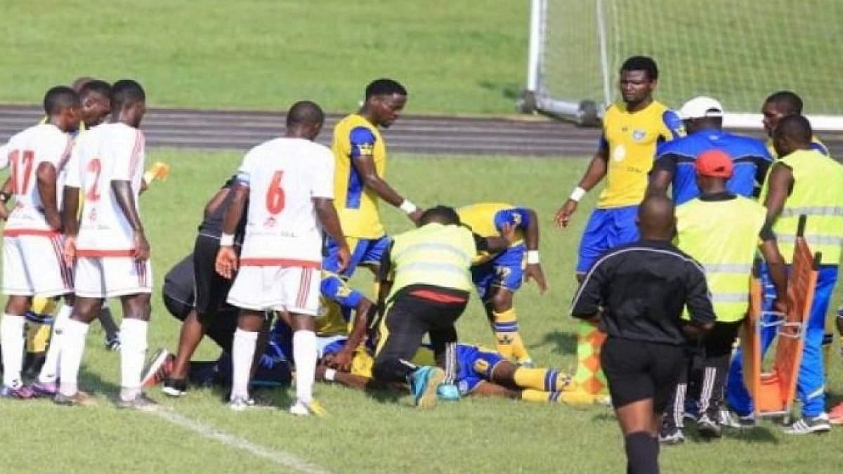 Відомий африканський футболіст помер прямо під час матчу: опубліковано відео