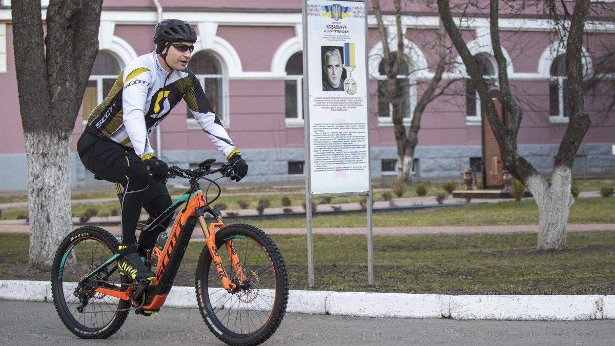 Віталій Кличко має намір подолати вражаючу відстань на велосипеді: відео