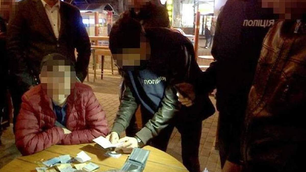 Полиция задержала на горячем организаторов договорного матча в Запорожье: фото