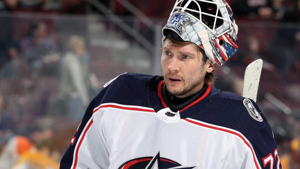 Российский вратарь пропустил курьезную шайбу в НХЛ: видео