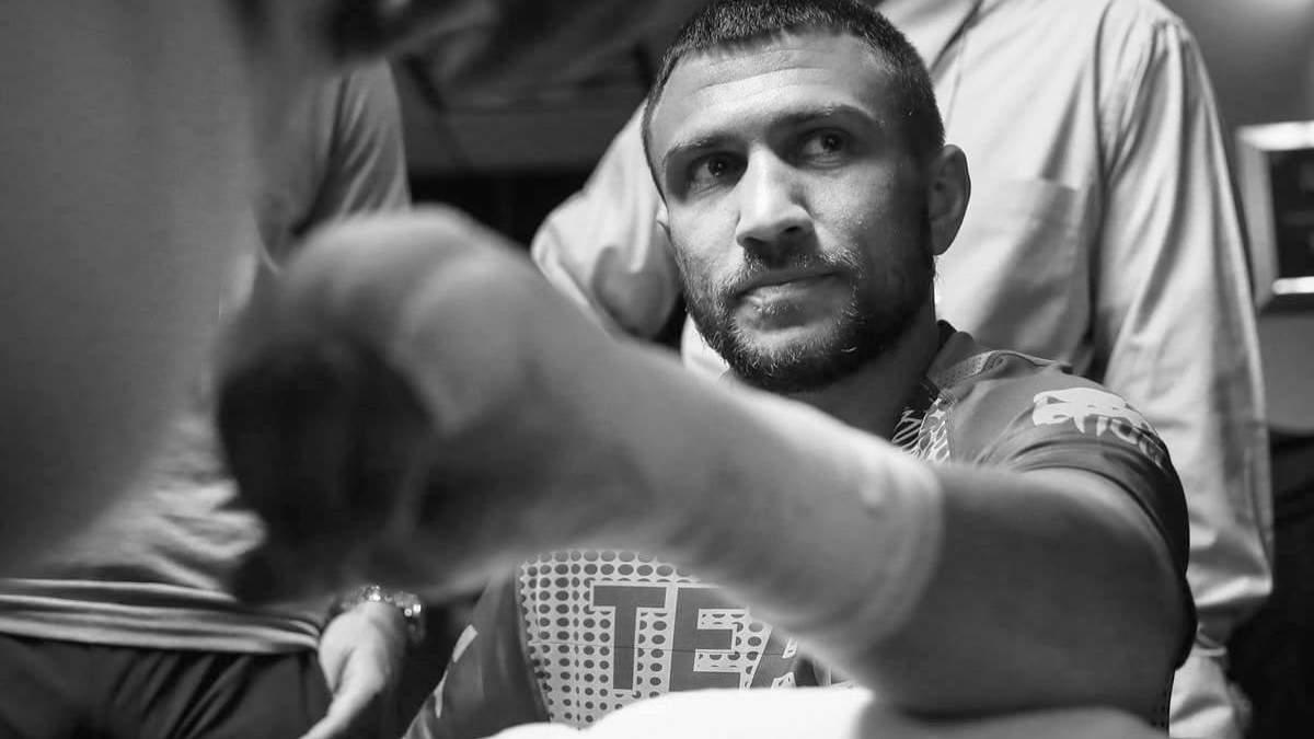 Стали известны детали травмы Ломаченко после боя с Кроллой