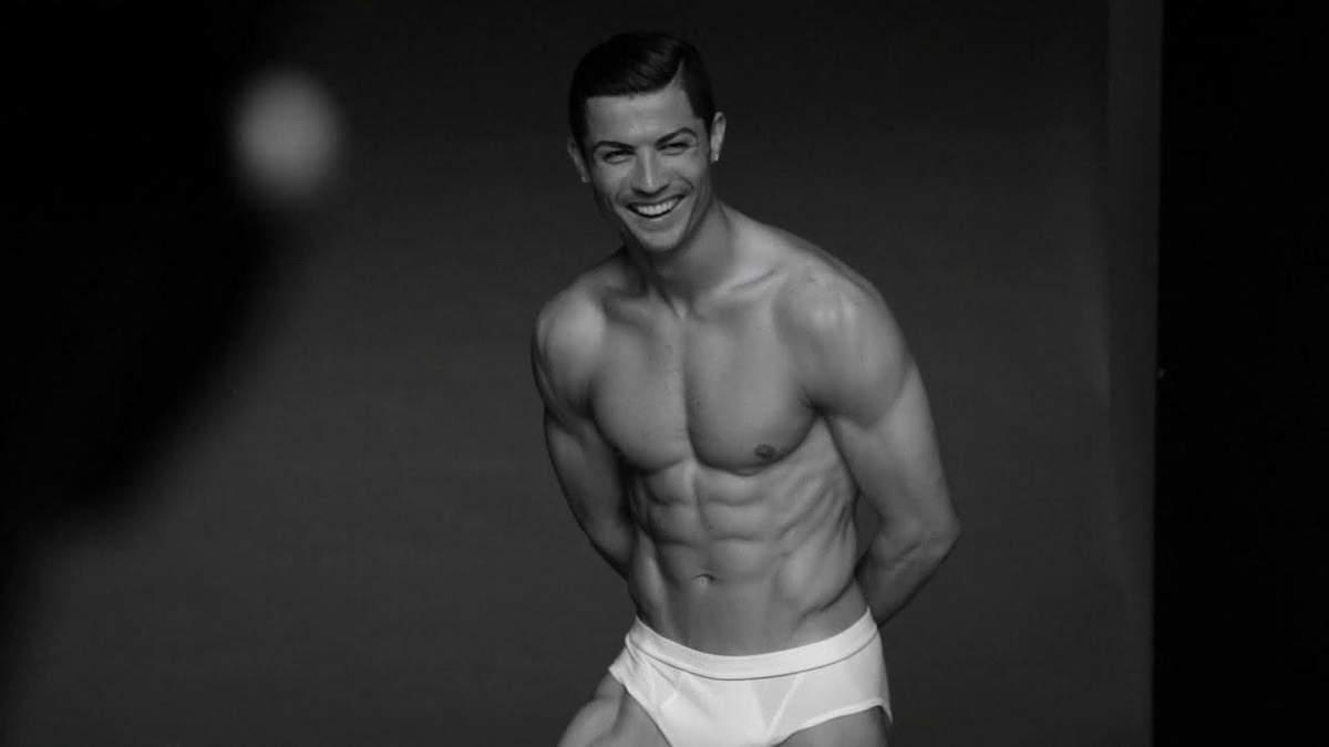 Роналду часто рекламує свою серію спідньої білизни