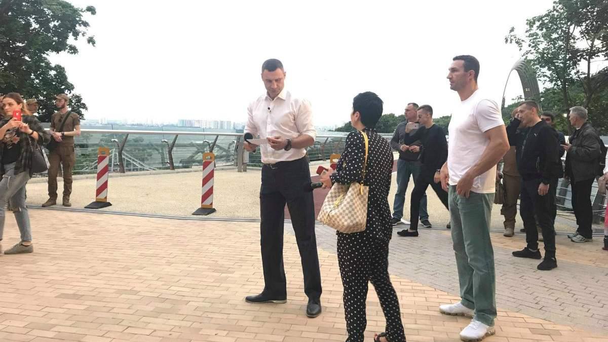 Володимир та Віталій Кличко на відкритті моста у Києві