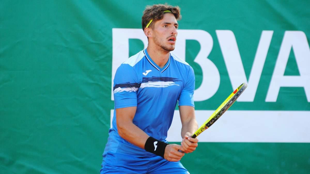 Іспанський тенісист оскаженів під час матчу й розтрощив свою ракетку: відео