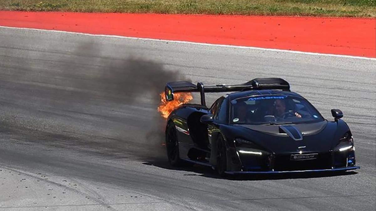 Унікальне авто McLaren Senna за мільйон доларів загорілося під час гран-прі Австрії: фото, відео