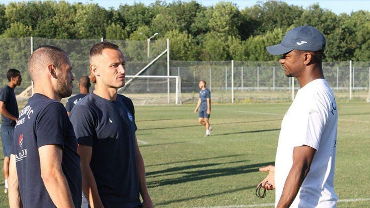 Жуліо Сезар (праворуч)