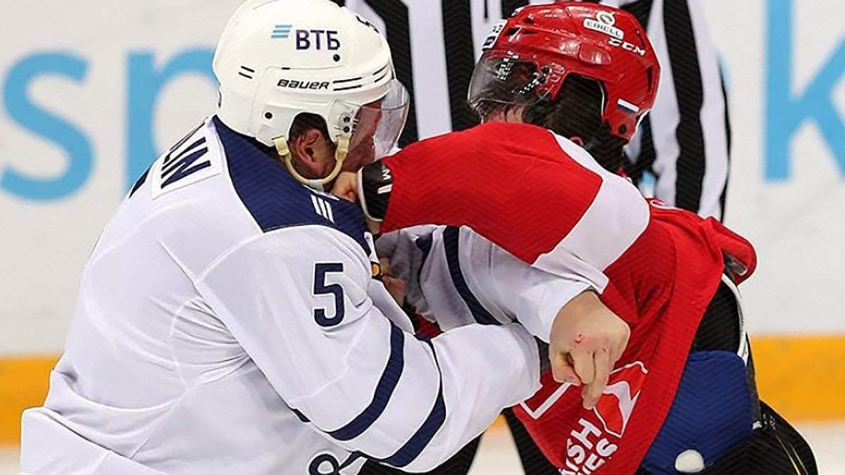 Хокеїсти влаштували масове побоїще й отримали серйозні дискваліфікації: відео