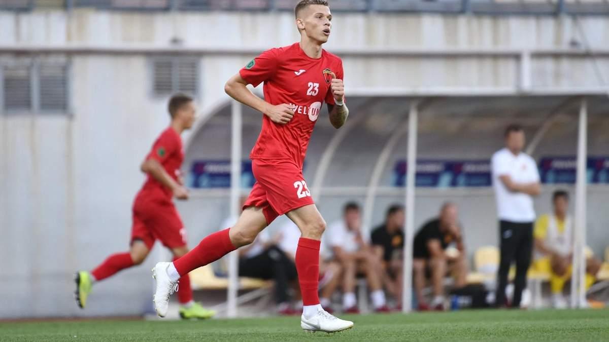 Український футболіст мало не забив гол ударом зі штрафного зі своєї половини поля: відео