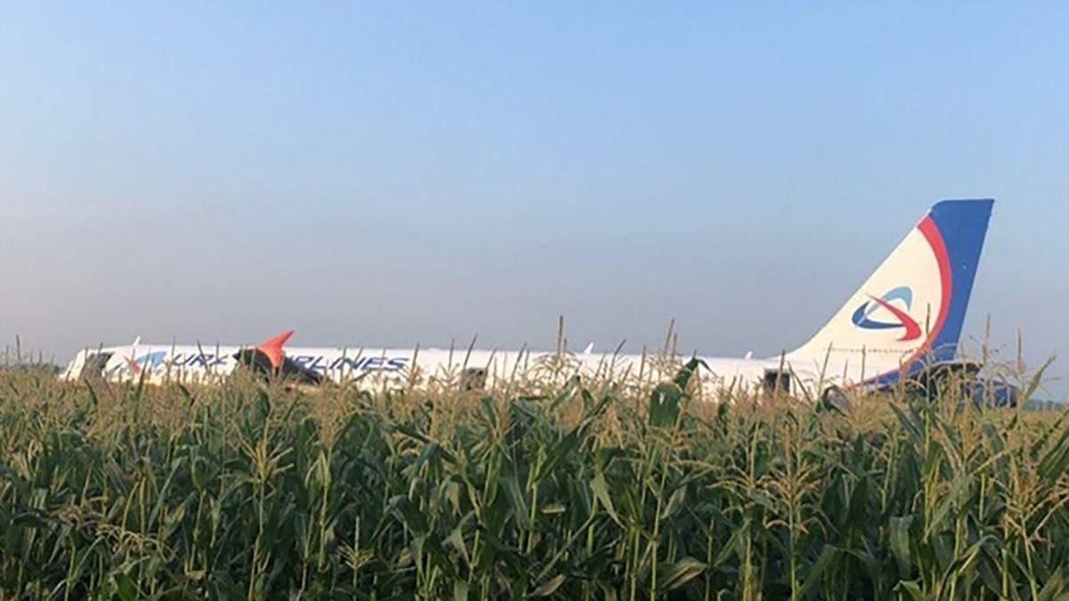 Аварийная посадка самолета в России
