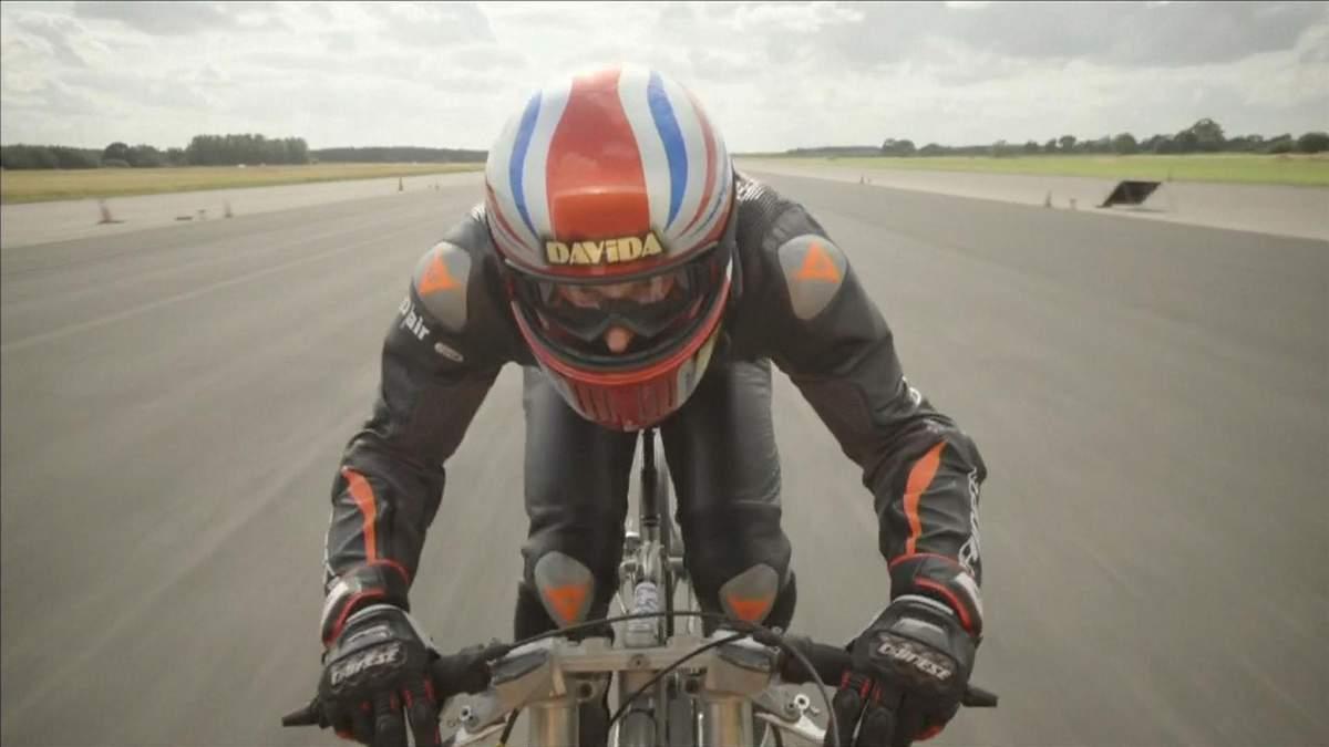 Британець розігнався на велосипеді до 280 км/год, але не побив рекорд, що належить жінці: відео