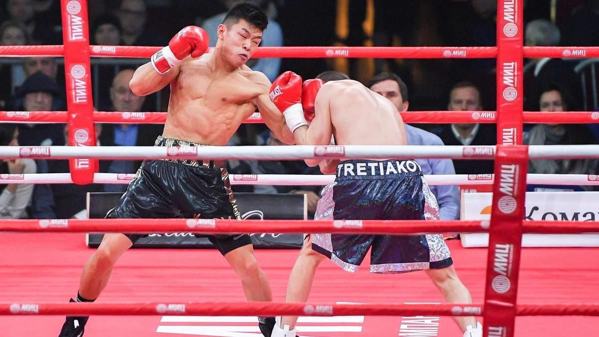 Непобедимый украинский боксер уверенно победил россиянина в Америке