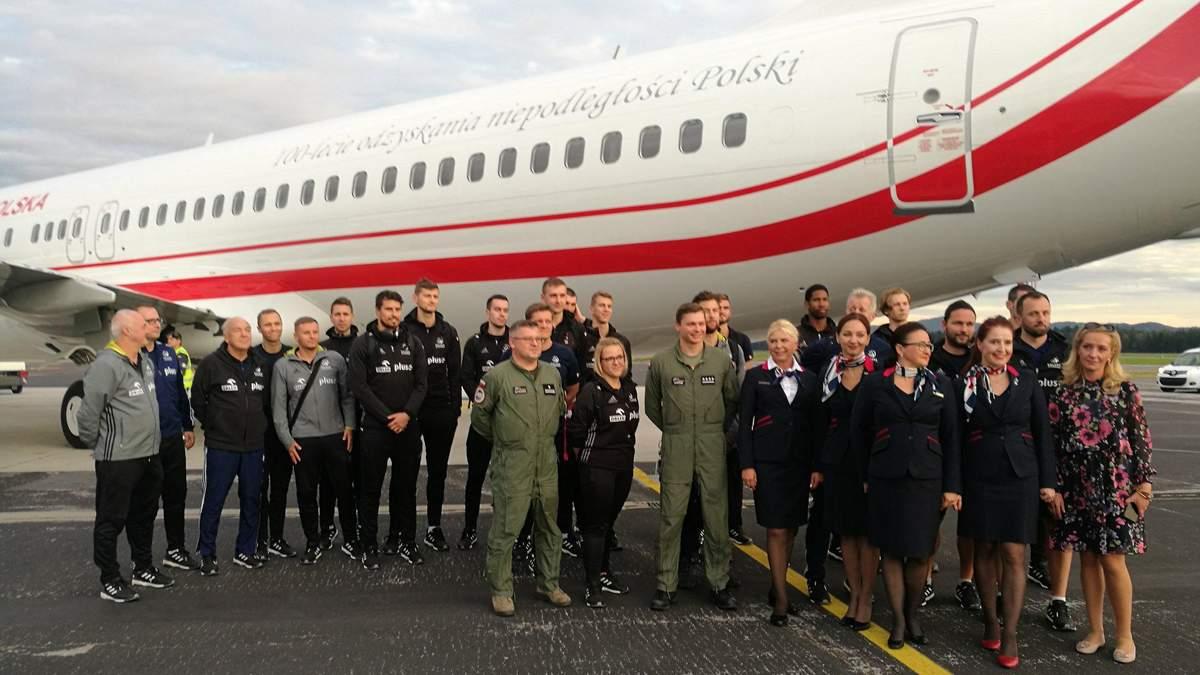 Прем'єр-міністр Польщі виділив урядовий літак збірній з волейболу, щоб вона дісталася на матч ЧЄ