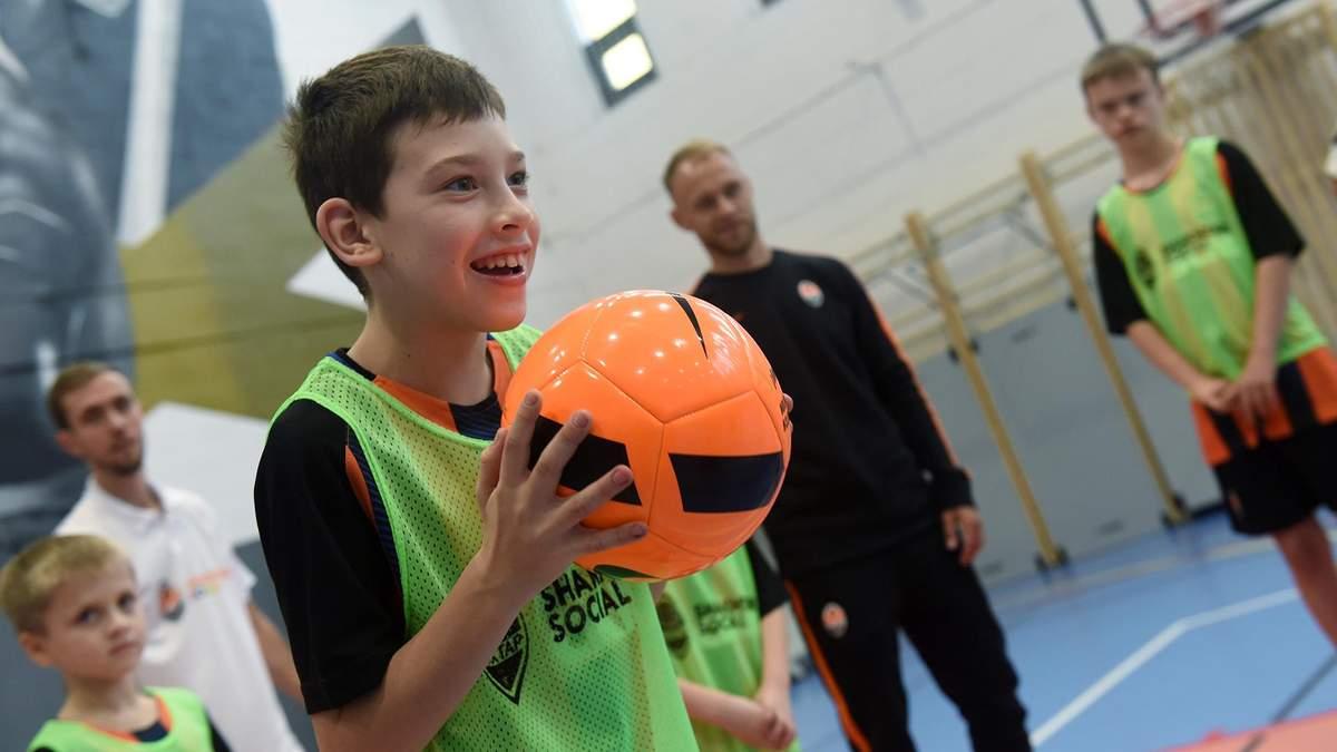 """""""Шахтер"""" и Parimatch Foundation запускают тренировки по футболу для детей с инвалидностью"""