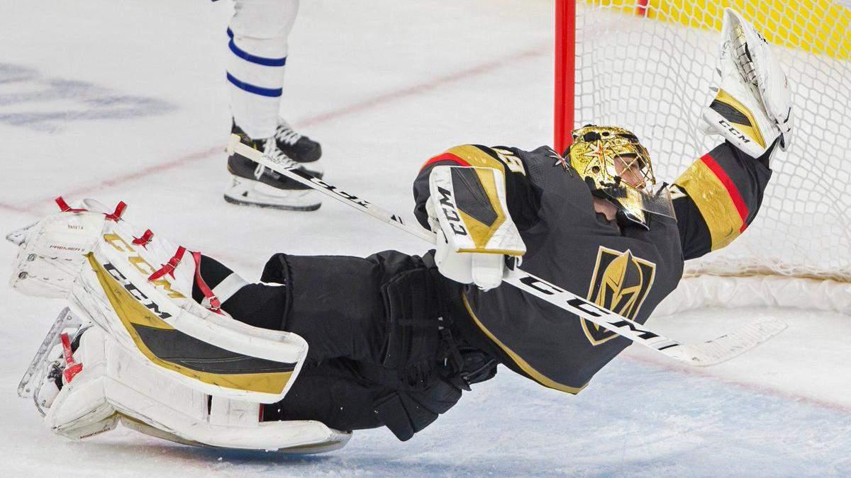Воротар в НХЛ здійснив фантастичний порятунок, відбивши шайбу у футбольному стилі: відео