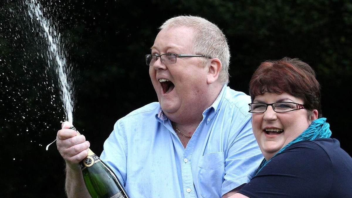 Фанат, выигравший в лотерею 161 миллион фунтов, выкупил любимый клуб