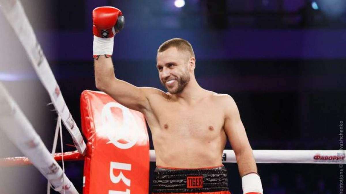 Українець Бурсак в драматичному бою двічі відправляв суперника в нокдаун, але програв: відео