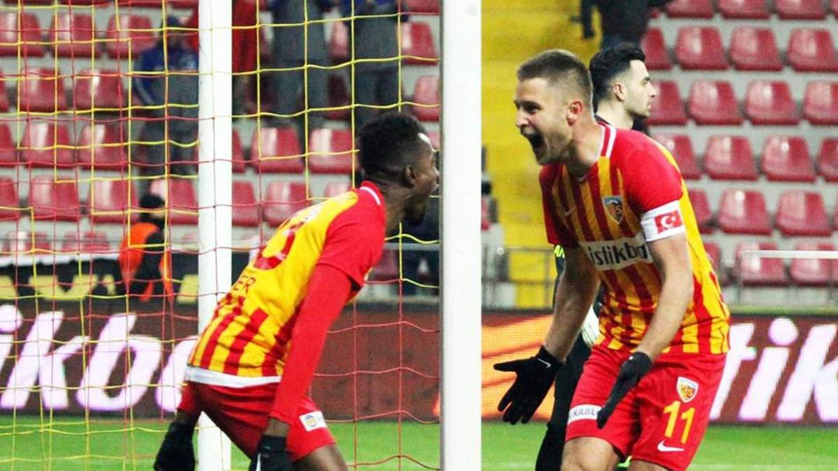 Украинец Кравец забил третий гол в четырех матчах за турецкий клуб: видео