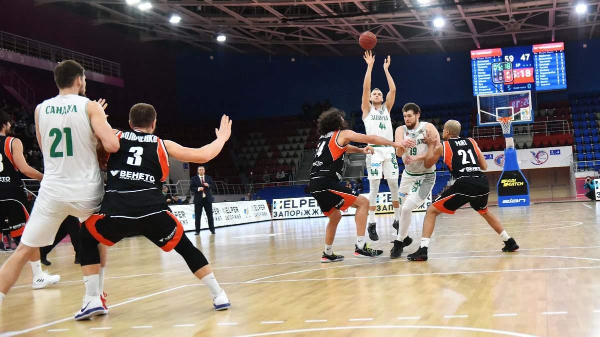 Украинский баскетболист забросил девять трехочковых из девяти попыток в матче: эффектное видео