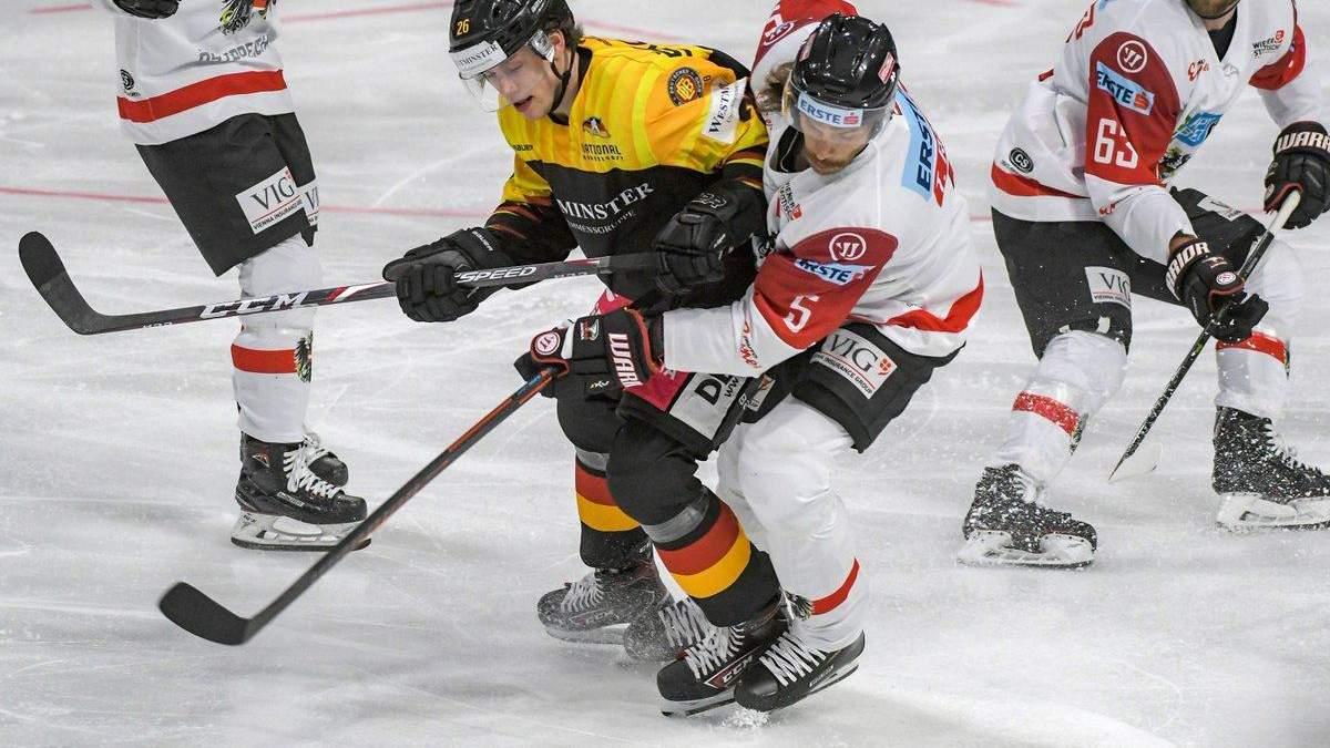 Німецькому хокеїсту моторошно розбили обличчя жорстким ударом під час гри: відео