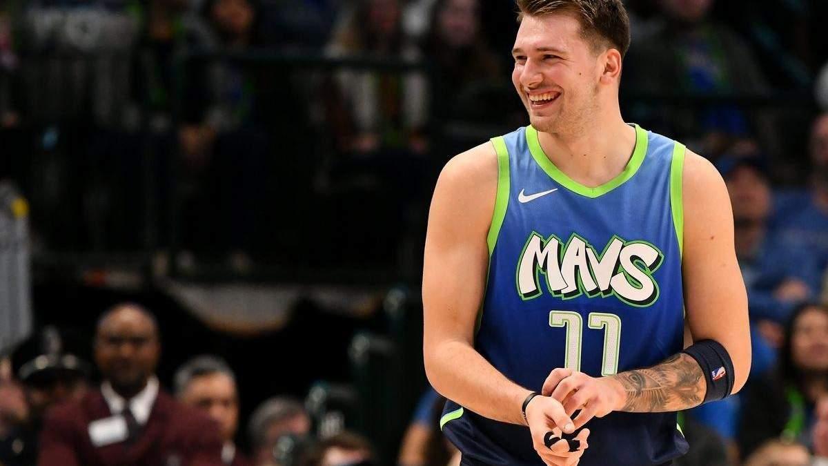 Одна из главных звезд НБА порвал на себе майку прямо во время матча – видео