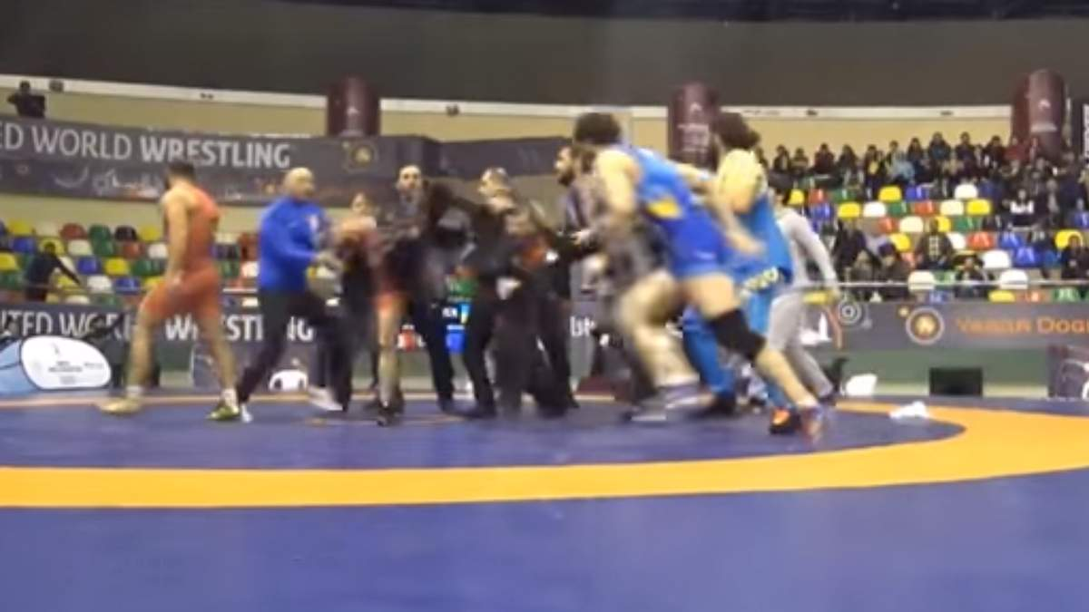 Українські та грузинські борці влаштували масову бійку на міжнародному турнірі: відео