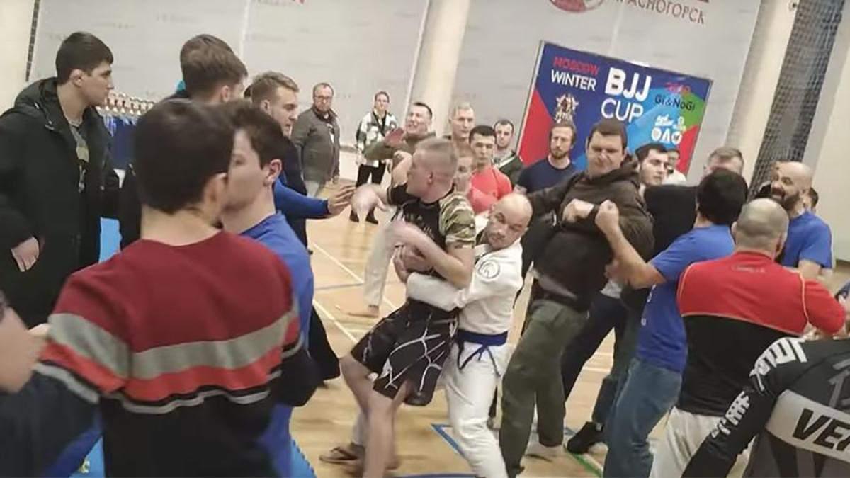 У Росії турнір з джиу-джитсу закінчився масовою бійкою: відео
