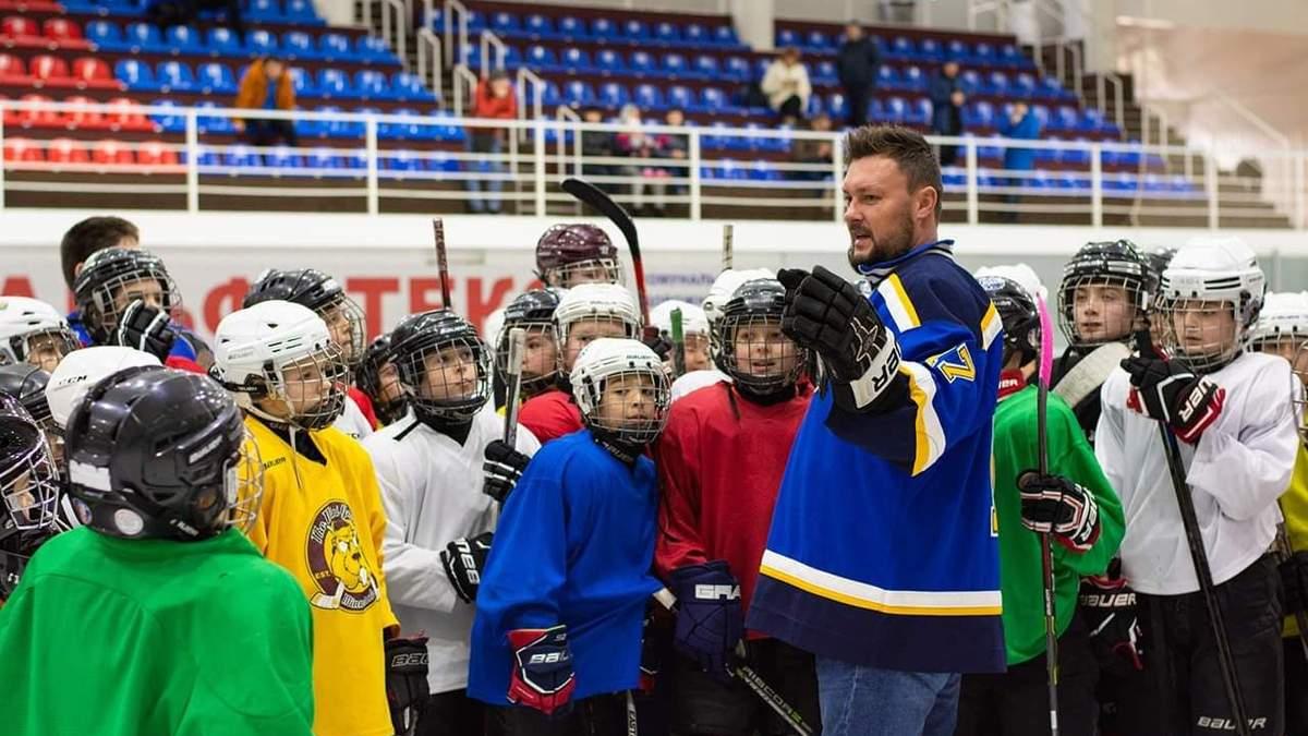 Тренування хокеїстів з дітьми