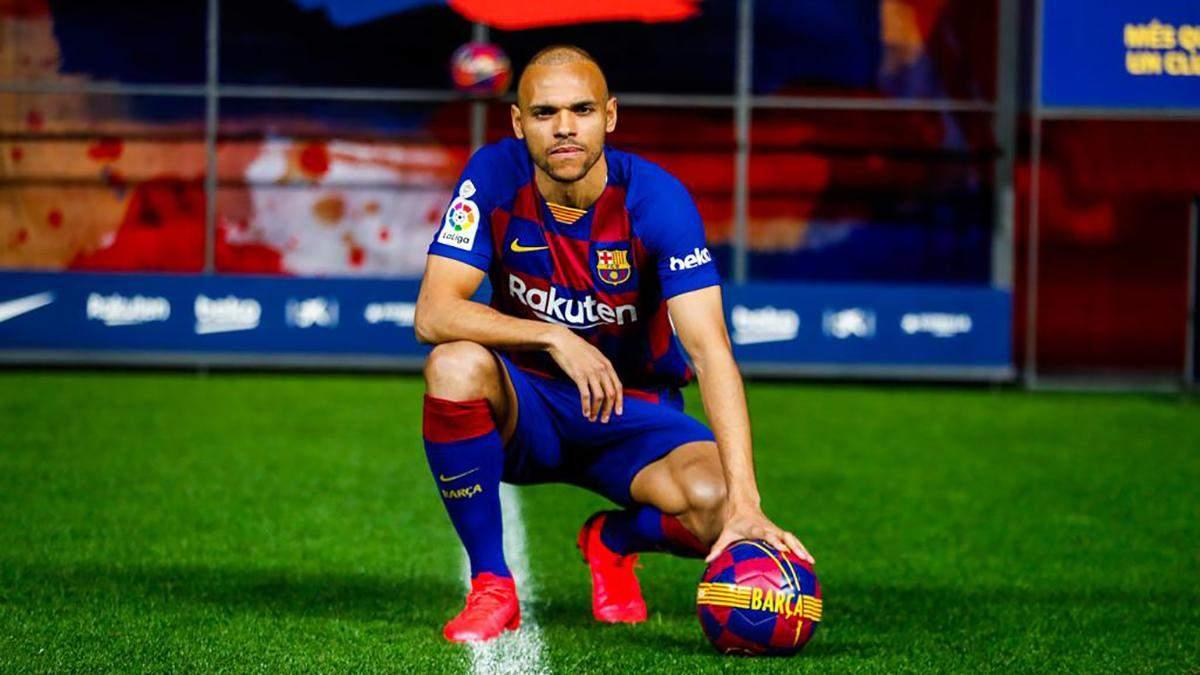 """Новачок """"Барселони"""" Брейтвейт осоромився на представлені, виконуючи футбольні фінти: відео"""