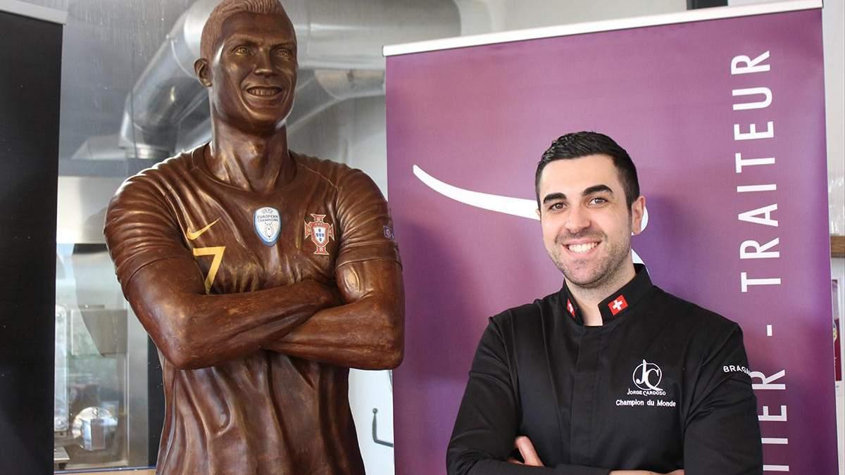 Скульптура Роналду з шоколаду та її автор