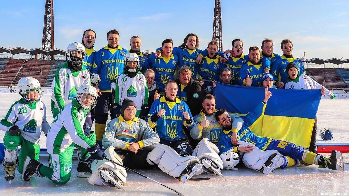 Сборная Украины по хоккею с мячом завоевала серебряные награды на чемпионате мира