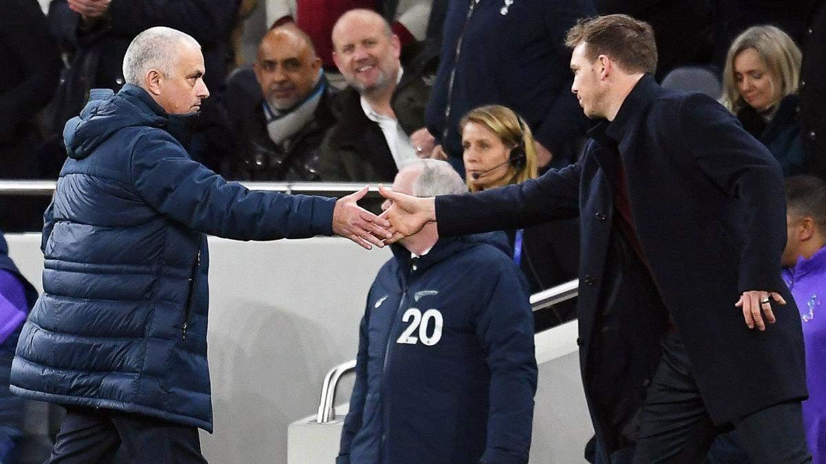 У матчі 1/8 фіналу Ліги чемпіонів тренери знайшли кумедний вихід, щоб привітатись – відео