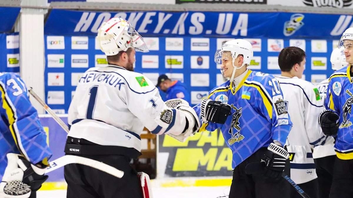 Замість рукостискань українські хокеїсти оригінально подякували один одному – відео